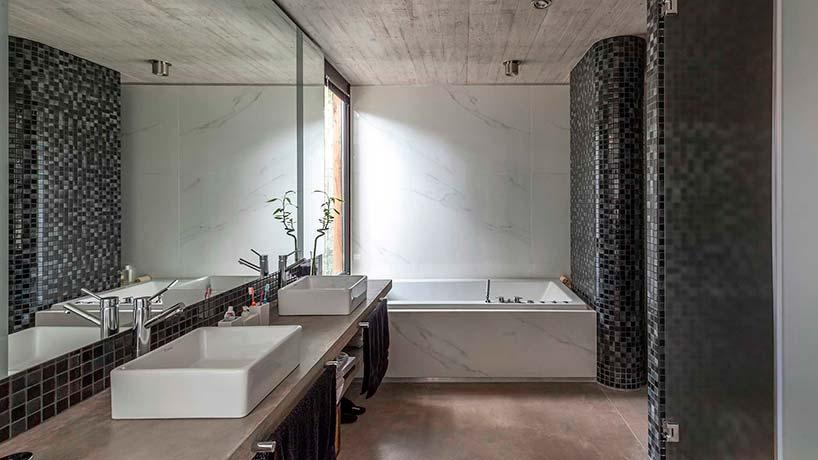Стекло и мрамор в дизайне ванной комнаты