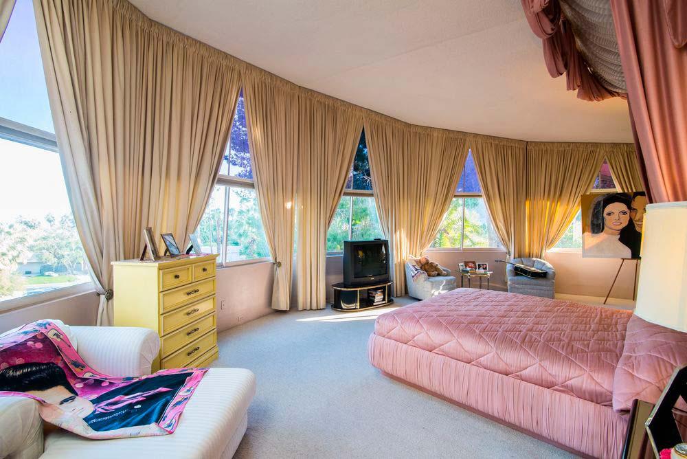 Спальня Элвиса и Присциллы Пресли