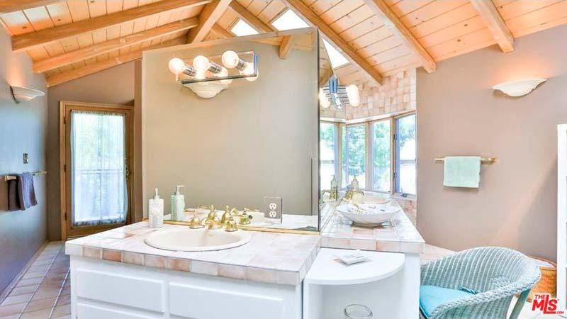 Дизайн ванной комнаты в доме Натали Мартинес