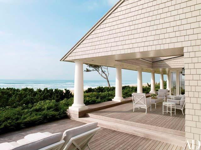 Терраса у дома с видом на океан
