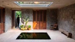 Каменный дом в Мексике в знак уважения ацтеков | фото