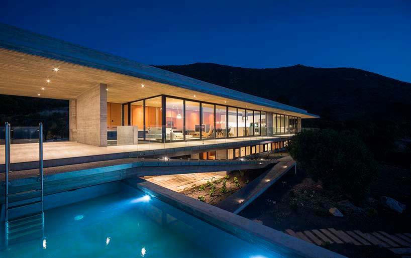 Вилла с бассейном в Чили от Felipe Assadi Arquitectos