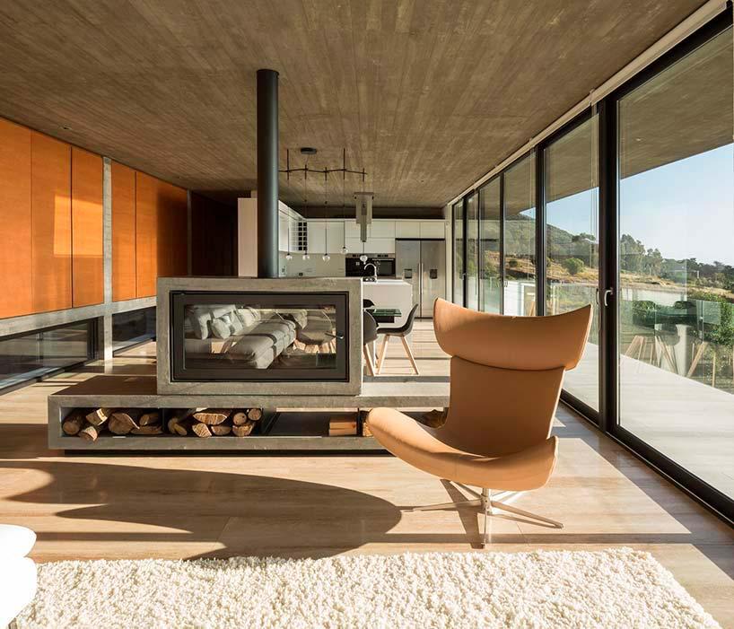 Интерьер виллы из бетона и стекла
