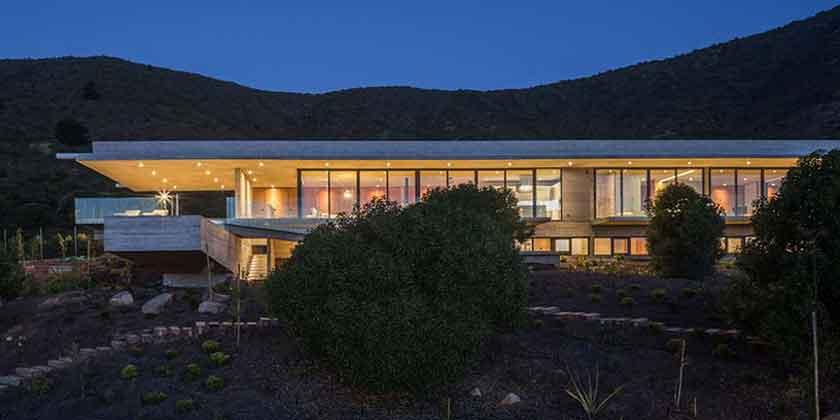 Casa H - вилла из бетона и стекла на берегу океана | фото