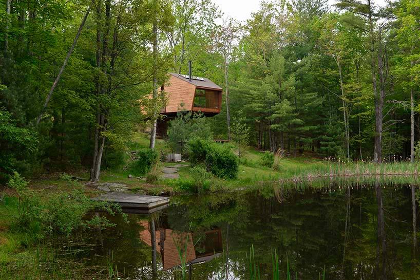 Дом на дереве у озера от Antony Gibbon Design