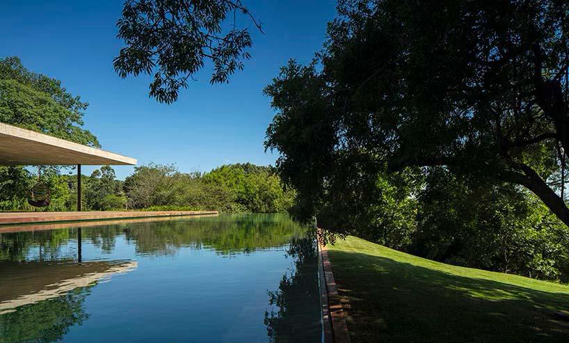 Пейзажный бассейн виллы Planar House