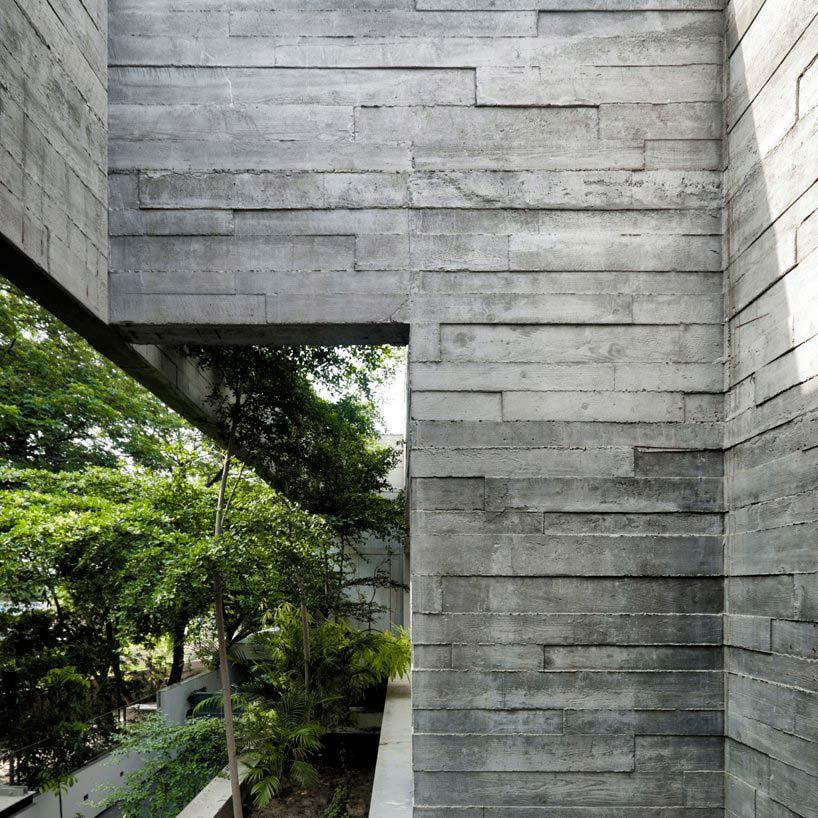 Оформление экстерьера дома бетоном