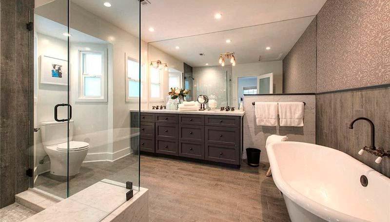Много стекла в дизайне ванной комнаты