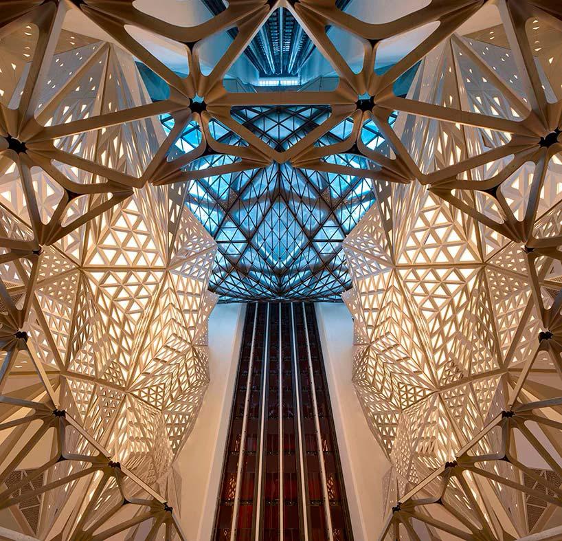 Дизайн атриума отеля Morpheus от Zaha Hadid Architects