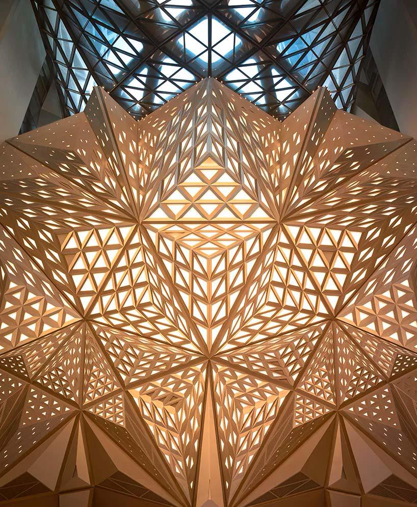 Дизайн интерьера отеля Morpheus от Zaha Hadid Architects