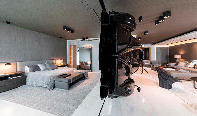 Суперкар Pagani Zonda R как ширма между спальней и гостиной