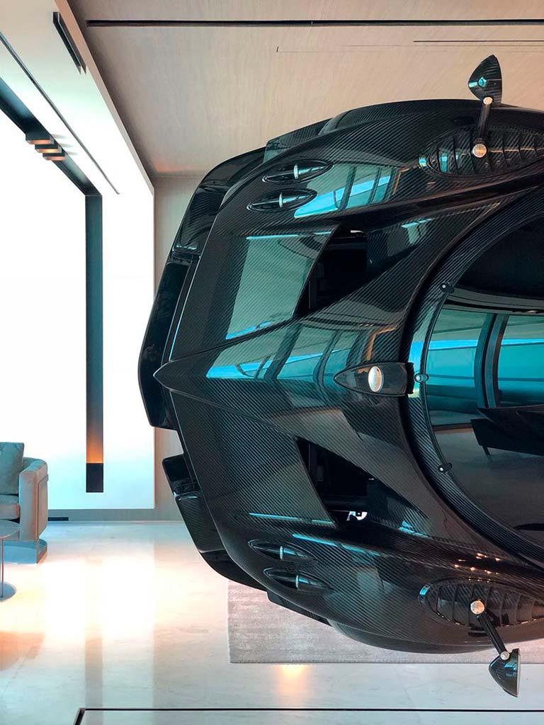 Суперкар Pagani Zonda R за $1,5 млн в интерьере квартиры