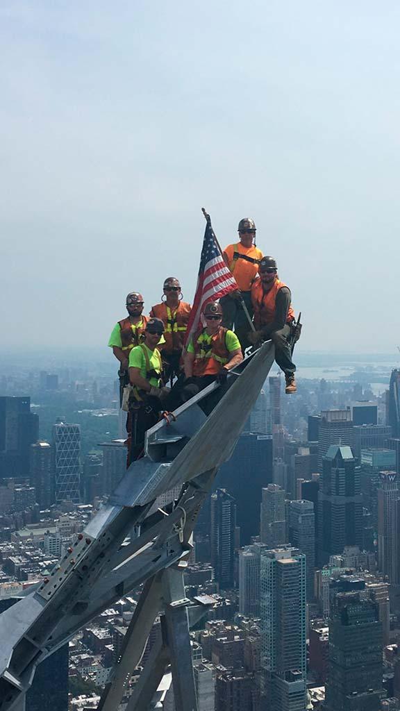 Окончание строительства пика башни 30 Hudson Yards на Манхэттене