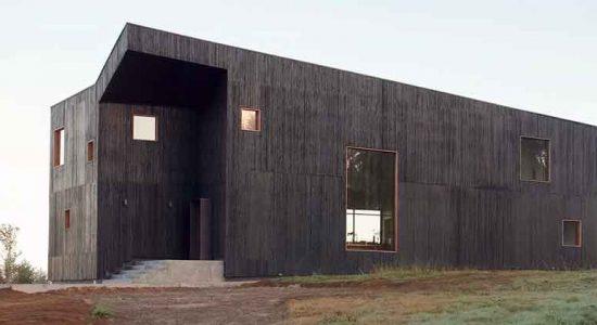 Минималистский дом в горах Чили от Ampuero Yutronic | фото