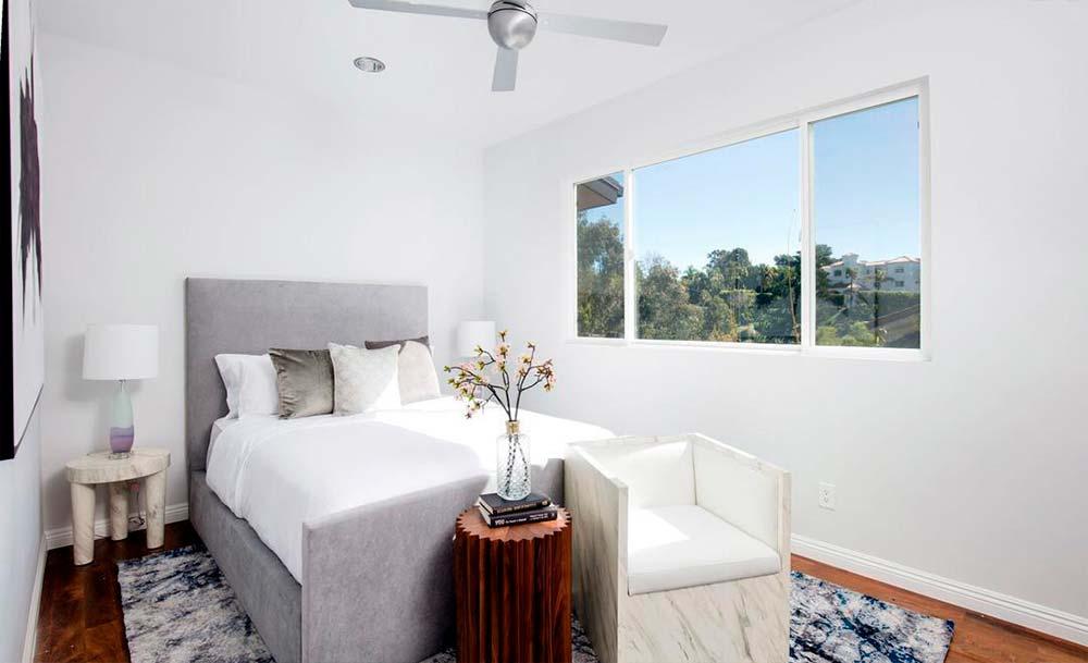 Одна из четырех спален в доме актера