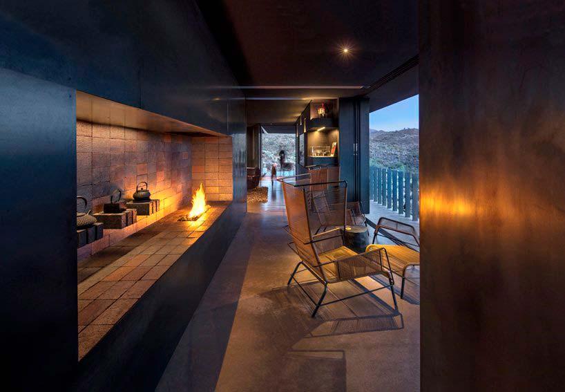 Интерьер дома в пустыне от Wendell Burnette Architects