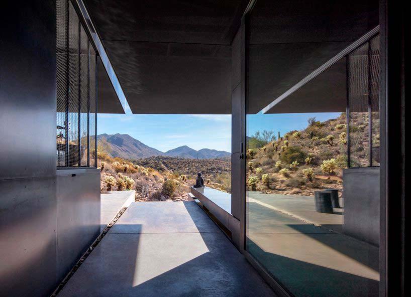 Вид на горы в доме от Wendell Burnette Architects