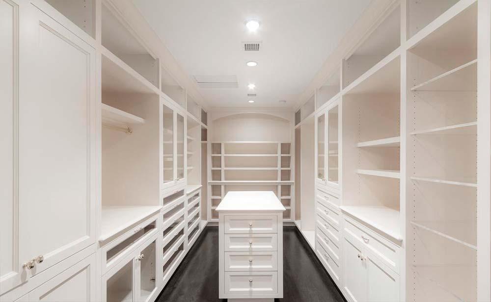 Дизайн гардеробной комнаты знаменитости