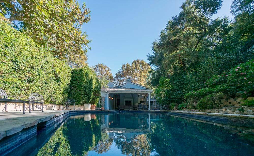 Плавательный бассейн у дома Серены Уильямс