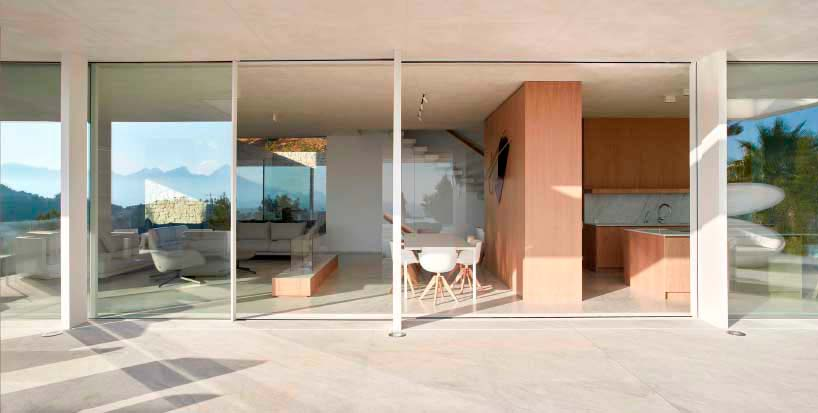 Монолитный дизайн дома