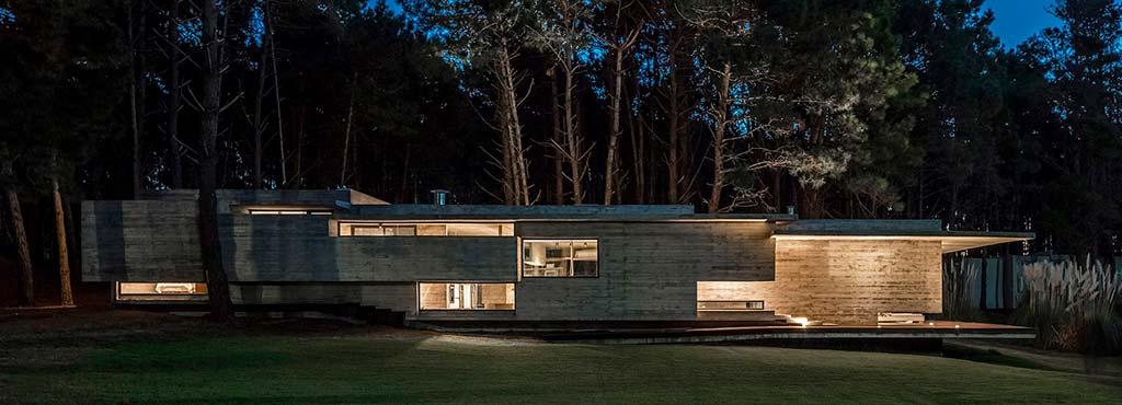 Прибрежный лесной дом от Besonías Almeida Arquitectos