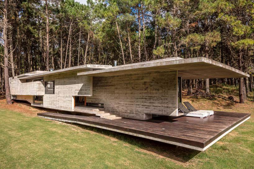 Бетонный дом с обзорной террасой от Besonías Almeida Arquitectos