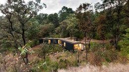 Уединенный дом в лесу. Проект Cadaval & Solà-Morales | фото