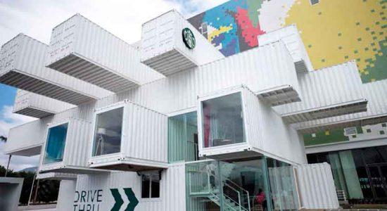 Kengo Kuma построил кофейню Starbucks из контейнеров | фото