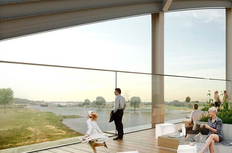 Панорамный вид на реку с квартиры на мосту