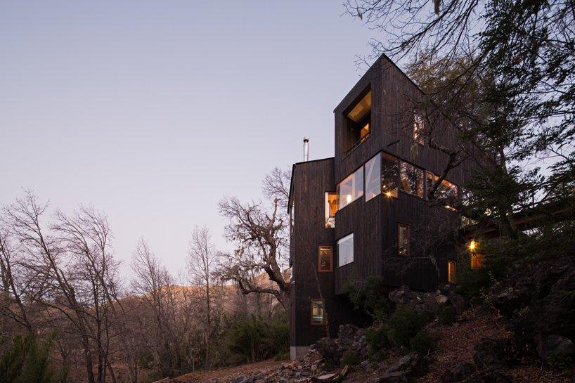 Деревянный дом в горах Чили La Dacha от DRAA