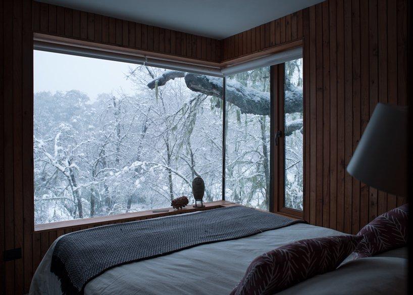 Спальня в лесном доме La Dacha от DRAA
