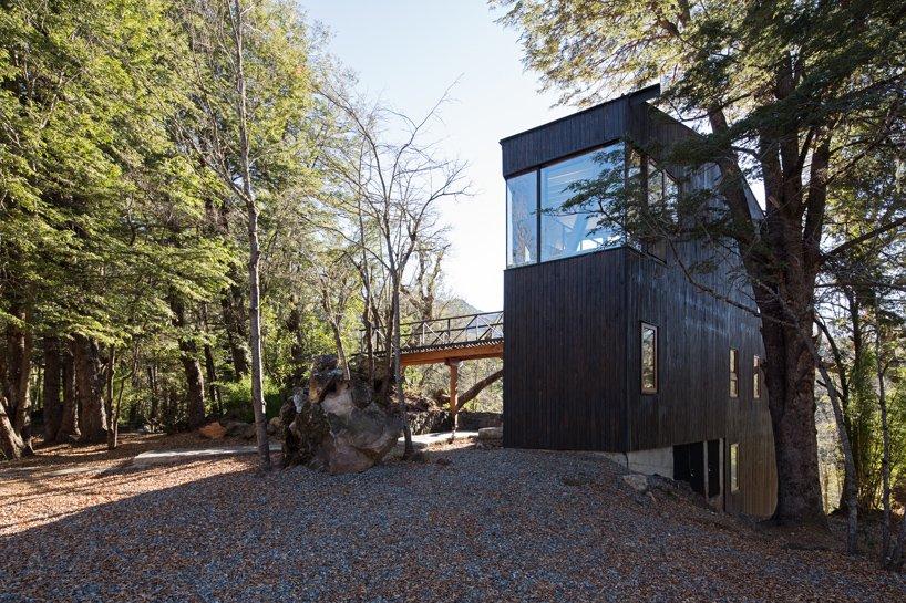 Уединенный дом в лесу Чили La Dacha. Проект от DRAA