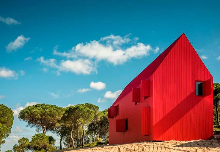 Яркий красный дом House 3000