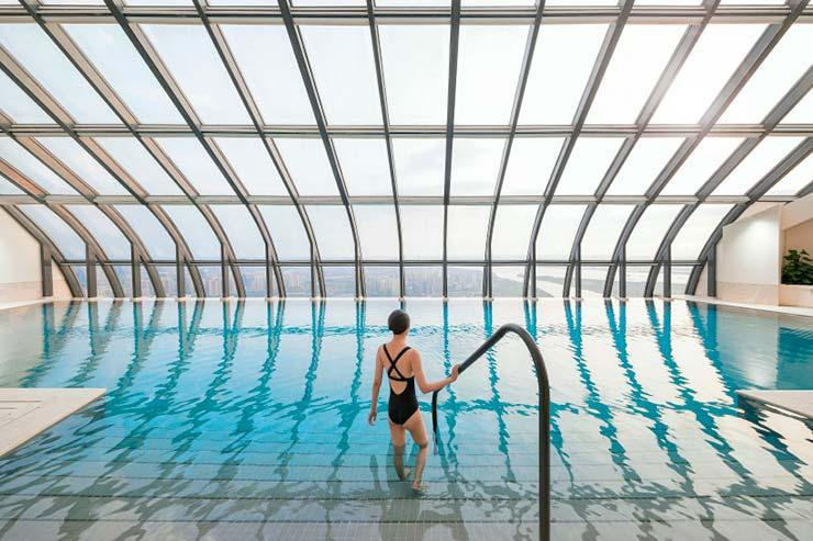 Панорамный бассейн в башне от ZHA