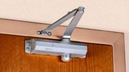 Дверные доводчики: виды механизмов и особенности выбора