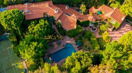 Присцилла Пресли продала дом в Беверли-Хиллз. Цена и фото