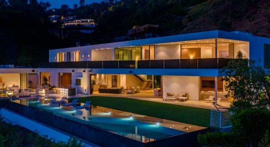 Джон Ледженд и Крисси Тайген купили дом в Беверли-Хиллз | фото