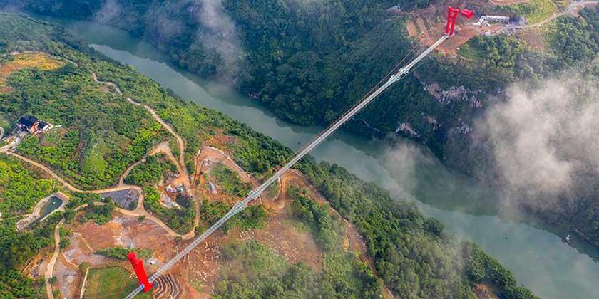В Китае построен самый длинный стеклянный мост в мире | фото