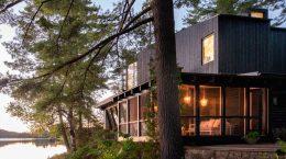 Бревенчатый дом у озера в Канаде от Поля Бернье | фото