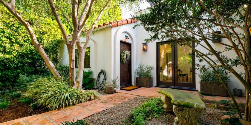 Энди Фавро и его жена Молли Маккуин продали дом в Голливуде