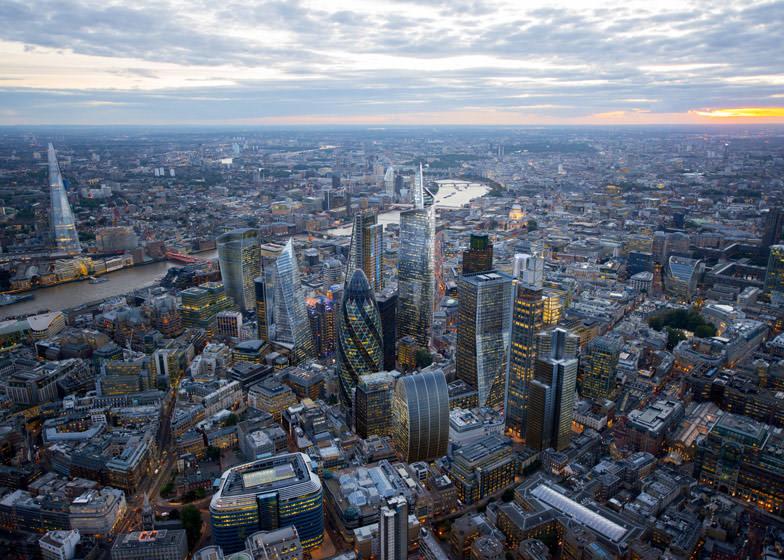 Лондон признан самым дорогим городом для жизни и работы