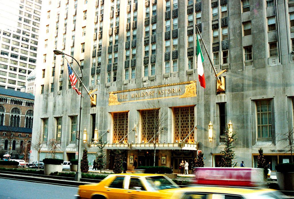 Hilton продал отель на Манхэттене китайцам