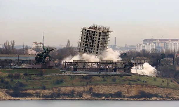 В Севастополе неудачный недострой выстоял после попытки сноса