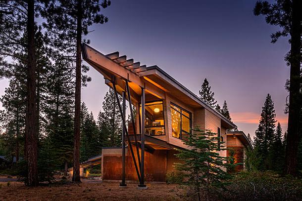 В Калифорнии построили деревянный дом Flight house