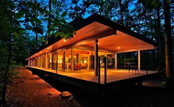 Дом в окружении деревьев от Travis Price Architects | фото