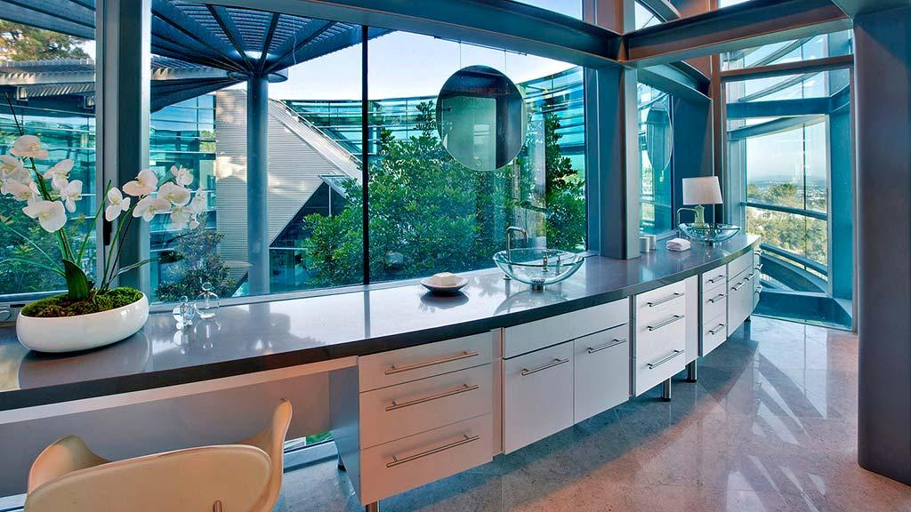 Дизайн интерьера стеклянного дома в Беверли-Хиллз