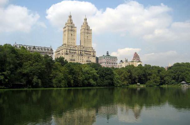 Деми Мур продаёт квартиру на Манхэттене