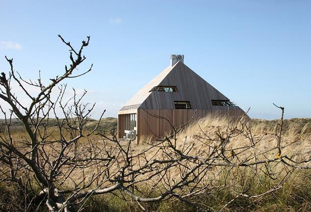 Дом на дюнах в Голландии от Marc Koehler Architects | фото