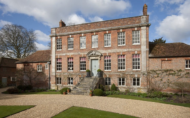 Исторический особняк в григорианском стиле продаётся в Британии