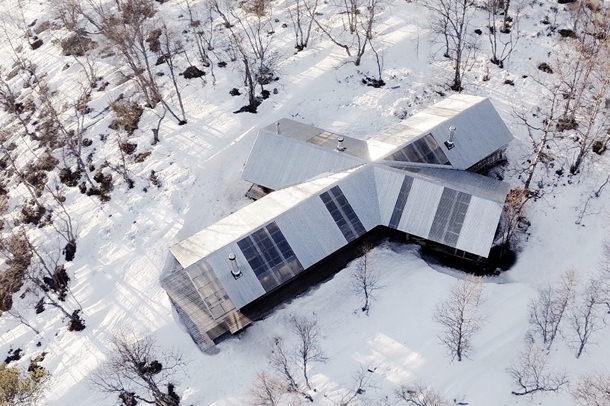 Дом у озера в Норвегии от AHAA Architects